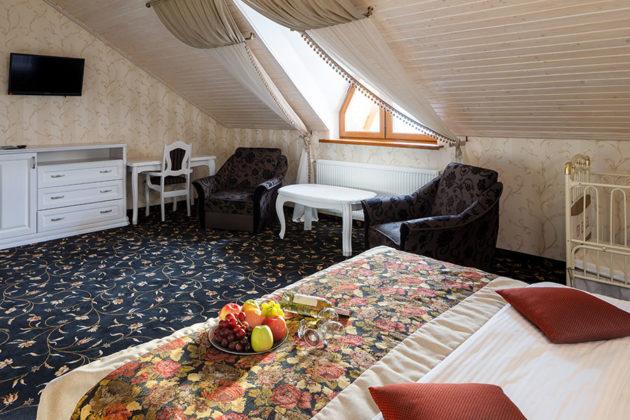 Готель в Карпатах, номер люкс, фото 1