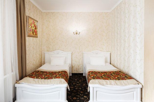 Готель в Карпатах, номер люкс з окремими ліжками, фото 4