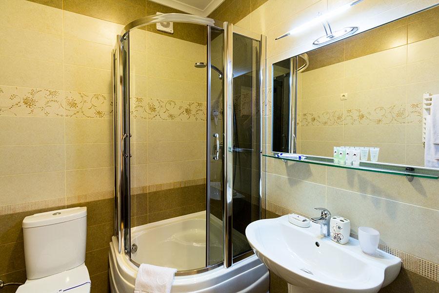 Готель в Карпатах, санвузол номера люкс, фото 5
