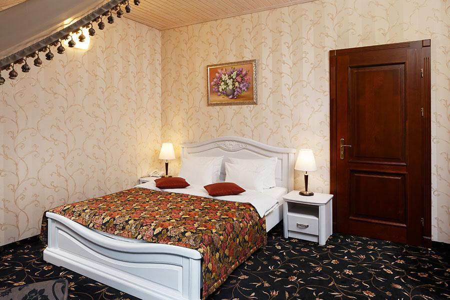 Готель в Карпатах, номер напівлюкс комфорт, фото 1