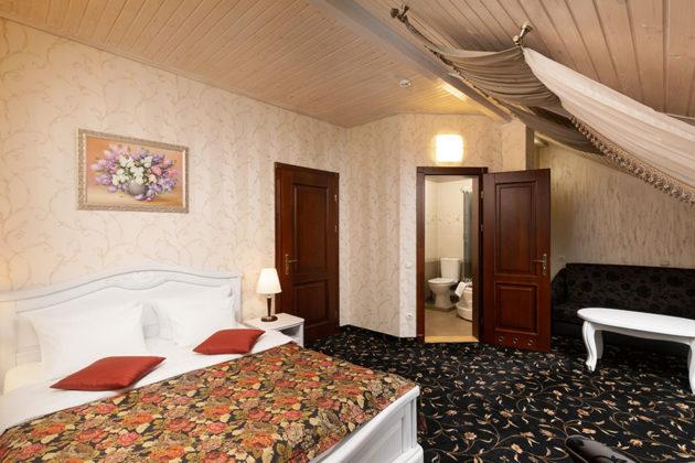 Готель в Карпатах, номер напівлюкс комфорт, фото 3